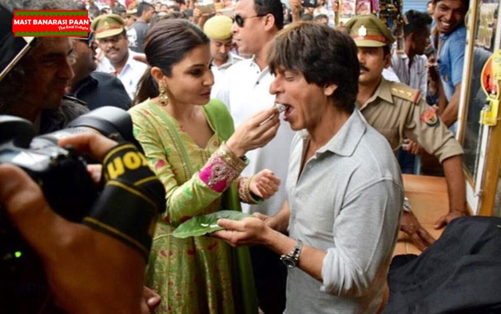 sharukh and anushka sharma like to mast banarasi paan